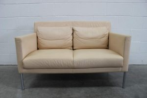 "Rare Immaculate Walter Knoll ""Jason 391"" 2-Seat Compact Sofa in Cream Leather"