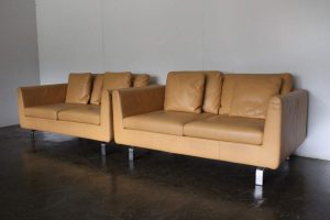 Sublime Pair of Walter Knoll 2-Seat Sofas in Pristine Pale-Tan Leather