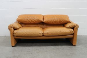 "Sublime Handsome Cassina ""675 Maralunga"" 2-Seat Sofa in Tan Brown Leather"