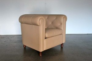 "Sublime Pair of Poltrona Frau ""Arcadia"" Armchairs in Pristine ""Pelle Frau"" Brown Leather"